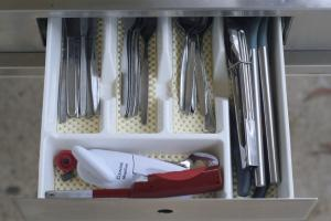 10 cutlery drawer